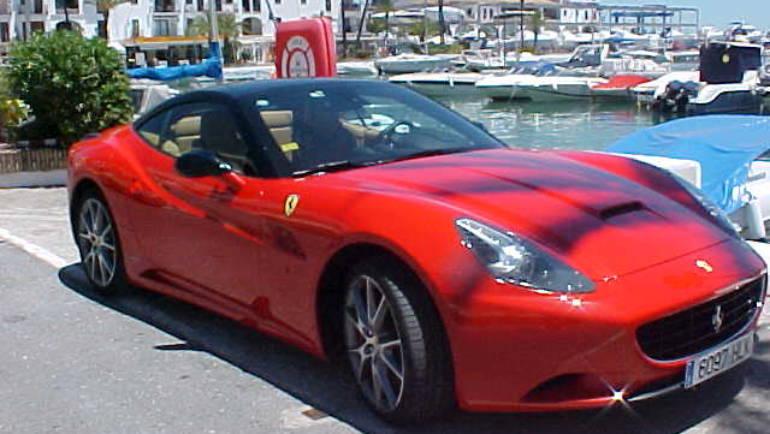 Concentracion de Ferraris en Puerto de La Duquesa
