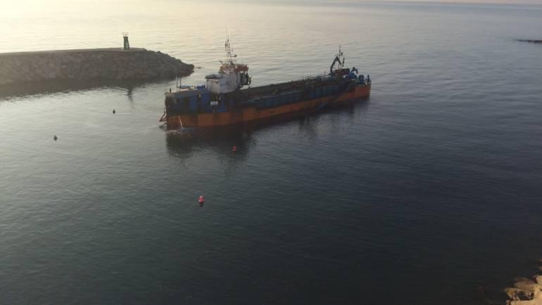 Dragado de la bocana del Puerto de La Duquesa