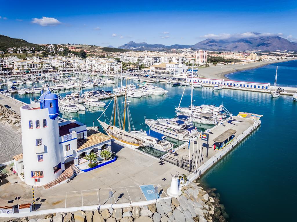 El Puerto Deportivo La Duquesa registra una ocupación del 84% durante los meses de verano