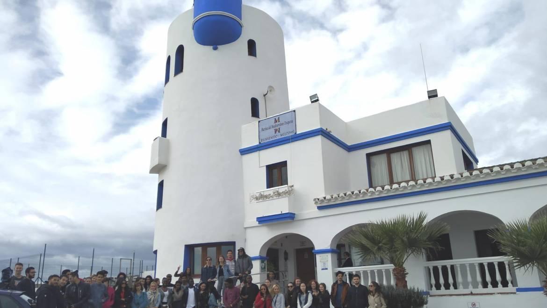 Un grupo de estudiantes visita el Puerto Deportivo de La Duquesa