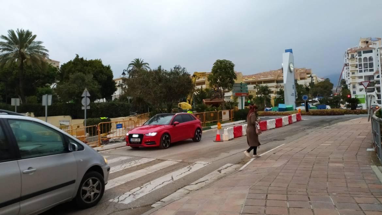 El acceso al Puerto Deportivo de Estepona se realiza con normalidad tras el avance de la obra de los colectores