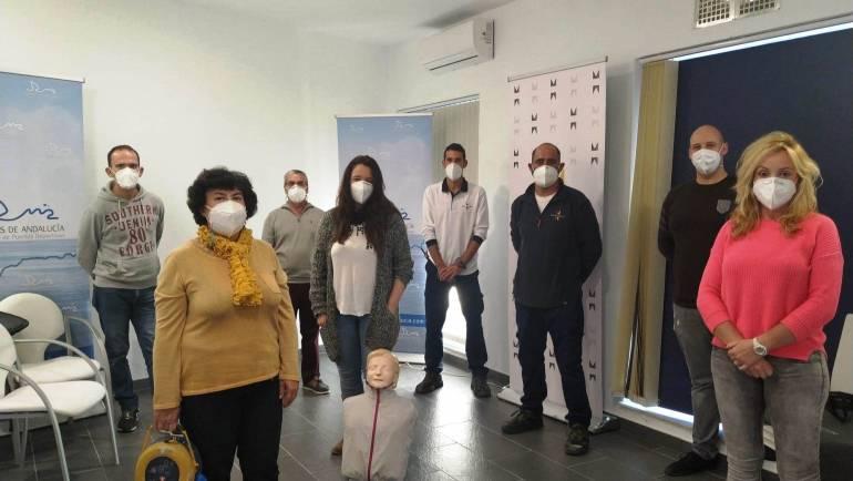 El persona del Puerto Deportivo de Estepona realiza un curso de Reanimación Cardiopulmonar