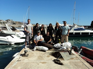 DAY OF CLEANING OF FUNDS IN THE PUERTO DEPORTIVO MARINA DEL ESTE IN ALMUÑÉCAR