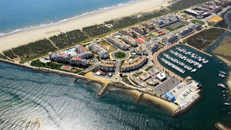 Marinas of the Mediterranean signs an agreement of collaboration with Marina Isla Canela to offer preferential terms for stays to its customers