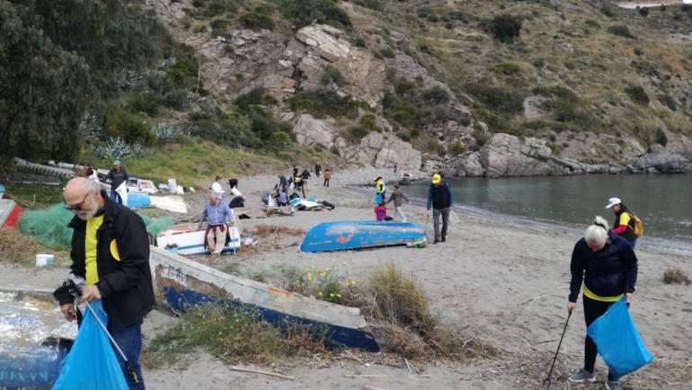 Marina del Este ha colaborado en una jornada de limpieza de playas