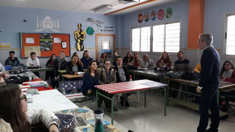 Manuel Raigón, general director of Marinas of the Mediterranean, It offers a lecture to the students of tourism of the IES Monterroso