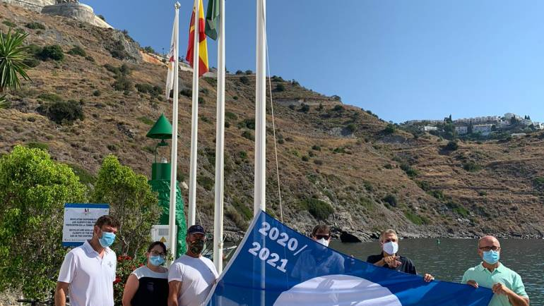 El Puerto Deportivo Marina del Este iza un año más el galardón de la Bandera Azul