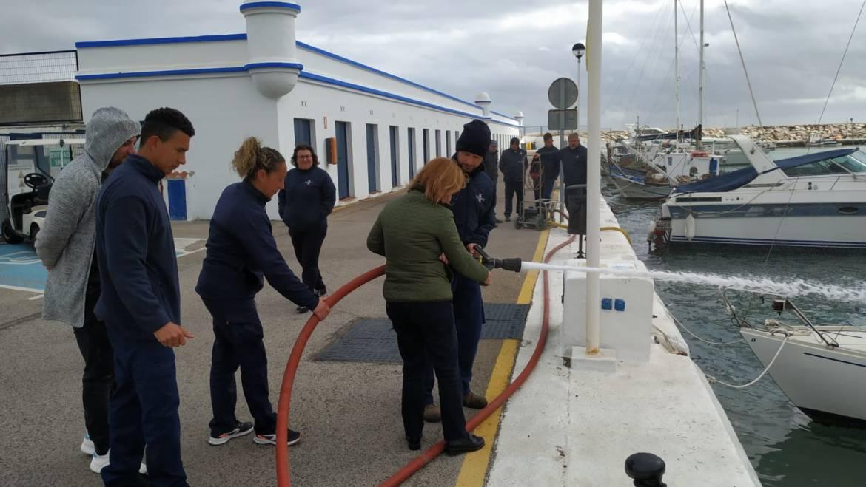 El personal del Puerto de La Duquesa ha realizado la revisión del Plan Anual de Emergencias