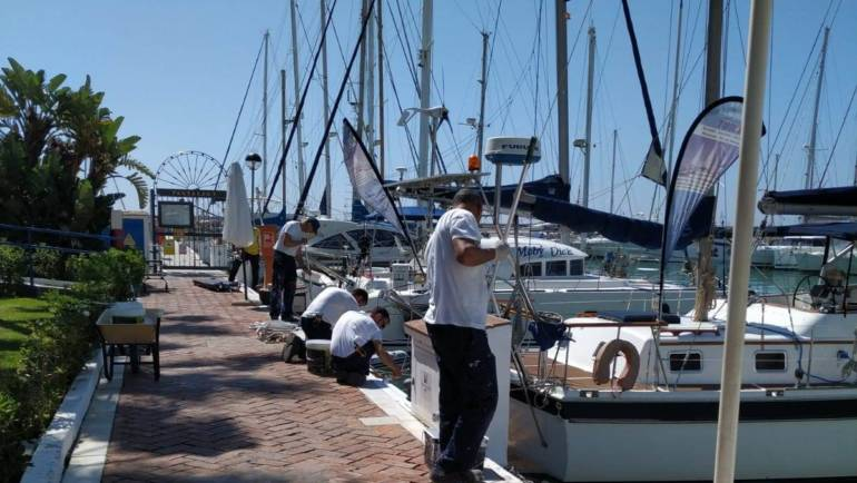 El Puerto Deportivo de Estepona continúa con las labores de embellecimiento del recinto