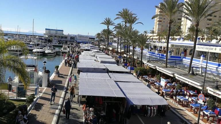 La marina d'Estepona suspend le marché traditionnel du dimanche