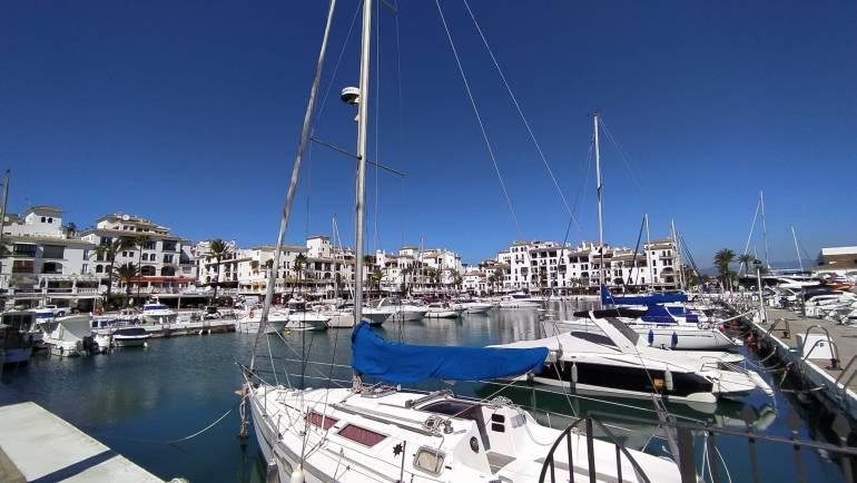 Les marinas méditerranéennes se poursuivent avec la surveillance des bateaux et l'activité de garde dans leurs marinas