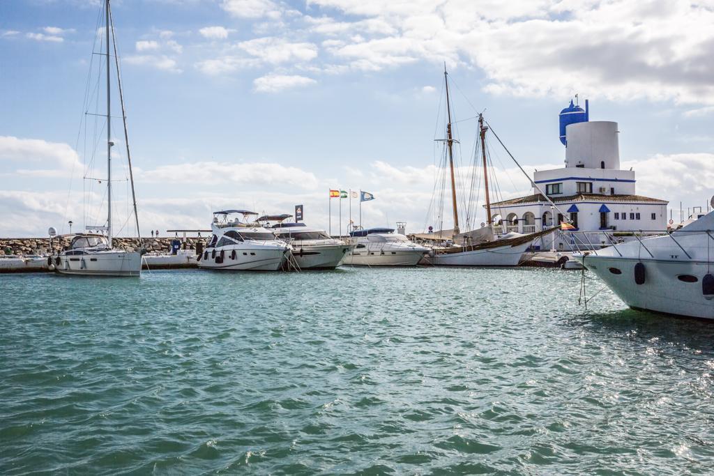 Los navegantes ingleses, belgas y franceses, los principales interesados en visitar el Puerto de la Duquesa